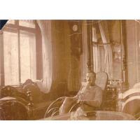 Aleksander Różankowski w sopockim mieszkania, lata 20. XX w.