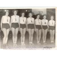Zdobycie Pucharu Polski, od lewej E. Kurtz, H. Tomaszewska, Z. Pogorzelska, A. Olichwierówna, H. Welsin, H. Orzechowska, I. Depta, Gdańsk 1952 r.