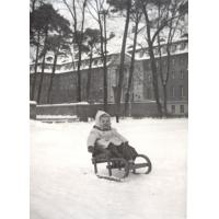 Małgorzata Poszowska przed Grand Hotelem, Sopot 1960 r.