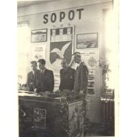 Roman Heising (drugi z prawej), Sopot 1947 r.