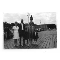 Ryszard i Łucja Kałużni z synem Stefanem oraz znajoma z dzieckiem, Sopot 1969 r.