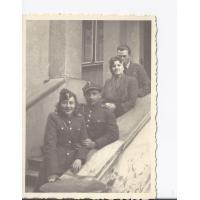Od lewej Alina Figarska, p. Dobrusin oraz dwie nieznane osoby, Sopot 1945 r.