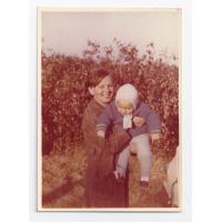 Anna Nowakowska z synem Arturem, Sopot 1974 r.