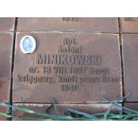 Tablica na cmentarzu ofiar totalitaryzmu w Piatichatkach pod Charkowem z błędnie zapisaną datą narodzin, 2008 r.