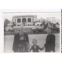 Antonina Topolewicz z babcią Bronisławą Boruć i mamą Eugenią Kał