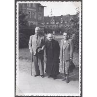 Antonio Wiatrak z siostrą Julią i gosposią Stasią