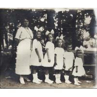 Gertruda Colbe z dziećmi Marią, Małgorzatą, Elżbietą, Janem i Katarzynem, Sopot 1922 r.