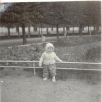Beata Pachnik na Placu Kuracyjnym, Sopot lata 60. XX w.