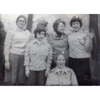 Obchody 1 maja, uczennice II Liceum Ogólnokształcącego w Sopocie,Sopot, l. 70. XX w.
