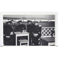 Augustyn Tarchała z kolegami z Gdańskiego Urzędu Morskiego w kawiarence, Sopot 1966 r