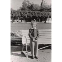 Dorota Starościak (z domu Bar) na molo, Sopot 1953 r.