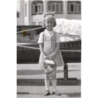 Dorota Starościak (z domu Bar) na molo, Sopot 1954 r.