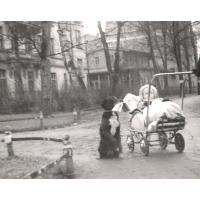 Dorota Starościak (z domu Bar) na spacerze, Sopot 1951 r.