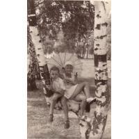 Dorota Starościak (z domu Bar) z pierwszym narzeczonym pod Jelitkowem, 1954 r.