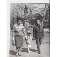 Olga i Augustyn Stiller z córką Dorotą, Sopot 1962 r.