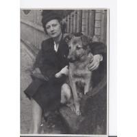 Alicja Niewęgłowska z psem Bejem, Sopot 1947 r