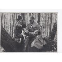Alicja Niewęgłowska ze Stefanem Kaczoroskim i psem Bejem, Sopot 1947 r.