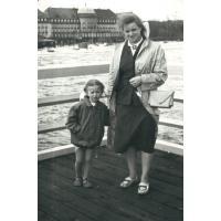 Grażyna Sztobryn z córką Marzeną, Sopot lata 50. XX w.