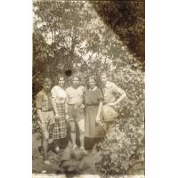 Harry Gawrych ( w środku) Sopot, ul. Chopina 17, lata 50 XX w.