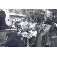 Korso kwiatowe, Lidia Korsakówna (aktorka teatralna i filmowa) i Harry Gawrych, Sopot 1966 r.