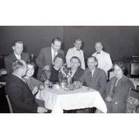 Irena Wieloszewska (w środku) na przyjęciu w Grand Hotelu, Sopot lata 60. XX w.