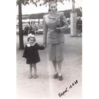 Irena Wieloszewska z córką Bożeną Korzeniewską, Sopot 15.05.1948 r.