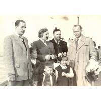 Irena Wieloszewska z rodziną na molo, Sopot lata 50. XX w.
