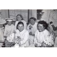 Irena Wieloszewska z tyłu druga z lewej