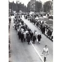 Pochód, na zdjęciu grupa reprezentantów Urzędu Miasta, Sopot, lata 60. XX w.