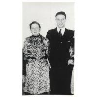 Izabela  Stern (z domu Roth) ze swoim bratem Gustawem Roth-Kowalskim na balu Towarzystwa Gimnastycznego Sokół, Sopot 1937 r.