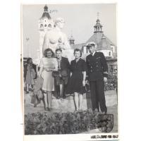 Jadwiga i Wacław Karczewscy z przyjaciółmi, Sopot  08.1947