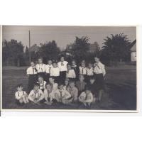 Harcerze z klasy 5 b Sp 2 z nauczycielką Stefanią Leśniewską, Sopot 1954 r.