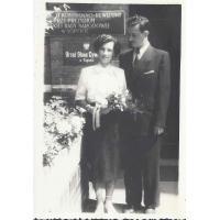 Zdzisław i Janina Szatanowscy, świadkowie na ślubie, przed Urzędem Stanu Cywilnego, Sopot 1948 r.
