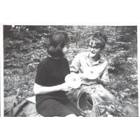 Grzybobranie. Michalina i Jadwiga Krzyżanowskie, Sopot 1964 r.