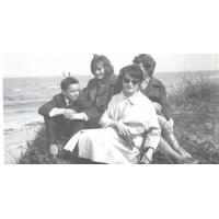 Rodzina Krzyżanowskich. Od lewej Aleksander, Michalina, Stanisława i Jadwiga, Sopot 1962 r.