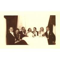 1 Bal noworoczny w Grand Hotelu 1937/1938 od lewej Roman Wieloch i Eugenia Bogolejsza, Antoni Wieloch, pierwszy z prawej Zbysław Smoleń