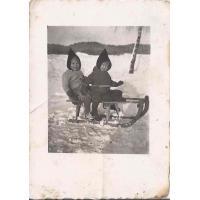 Roswita Stern z siostrą Karin, Sopot 12. 1945 r.