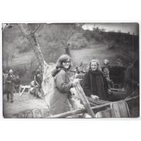 """Roswita Stern i Magdalena Tesławska na planie filmu """"Gniazdo"""", 1973 r."""