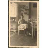 Ruth Koch z domu Claaszen w swoim panieńskim pokoju, Sopot 1919 r.