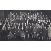 Zjazd absolwentów Technikum Przetwórstwa Rybnego w Sopocie. Dyrektor szkoły drugi od prawej, Sopot 1954 r.