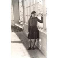 Teresa Lichodziejewska przy molo, Sopot 1947 r. fot. 2