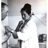 Teresa Lichodziejewska w pracy, Poradnia Higieny Pracy, Sopot 1964 r.  fot. 2