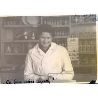 Teresa Lichodziejewska w sklepie Sopot ul. 20 Października (Al. Niepodległości), 1948 r.