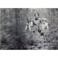 Siostry Misiołek z kuzynem w sopockim lesie, Sopot 1953 r.