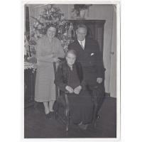 Walentyna Kurpisz-Roth z córką Izabellą i synem Gustawem Roth-Kowalskim, koniec lat 50. XX w.