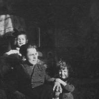 Leon Godlewski z siostrami Misią i Magdalenką, Sopot 1945 r.