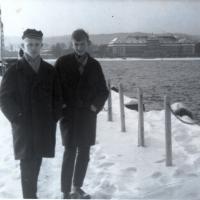 Stanisław Gienc (z lewej) z kolegą, Sopot, 1963 r.