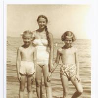 Wirginia Gruszewska z siostrami Agnieszką i Dalią, Sopot lata 50. XX w.